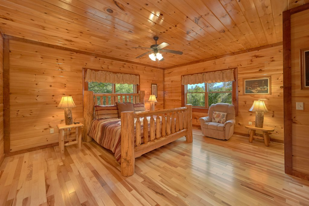 Photo of a Gatlinburg Cabin named Live, Laugh, Love Pool Lodge - This is the twenty-sixth photo in the set.