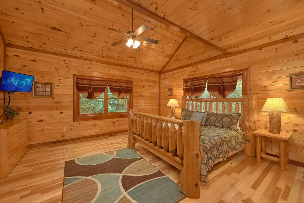 Photo of a Gatlinburg Cabin named Live, Laugh, Love Pool Lodge - This is the twenty-eighth photo in the set.