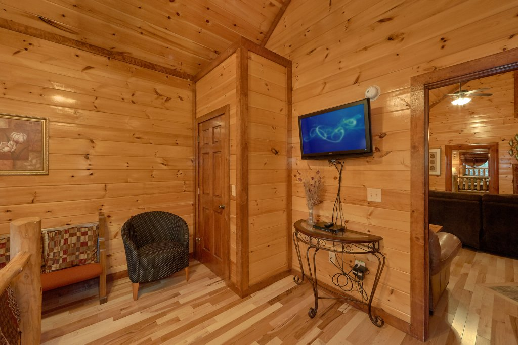 Photo of a Gatlinburg Cabin named Live, Laugh, Love Pool Lodge - This is the twenty-ninth photo in the set.