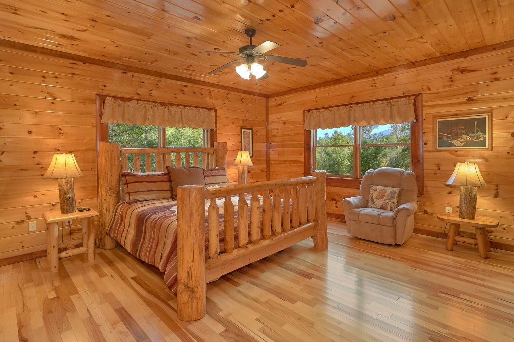 Photo of a Gatlinburg Cabin named Live, Laugh, Love Pool Lodge - This is the twenty-seventh photo in the set.