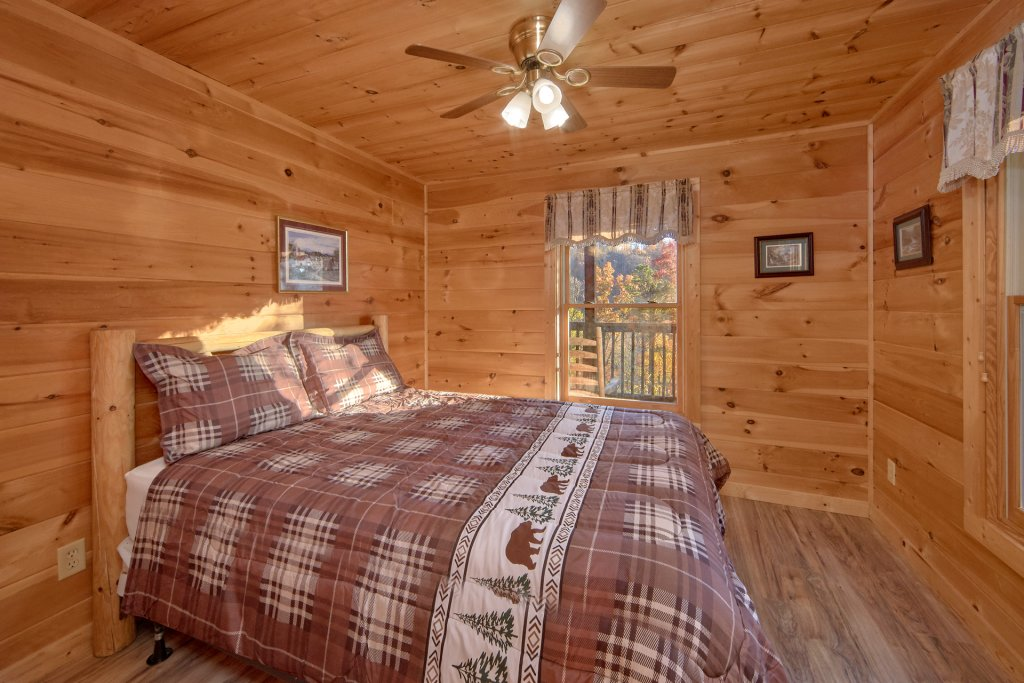 Photo of a Pigeon Forge Cabin named Big Pine Lodge - This is the twenty-fifth photo in the set.
