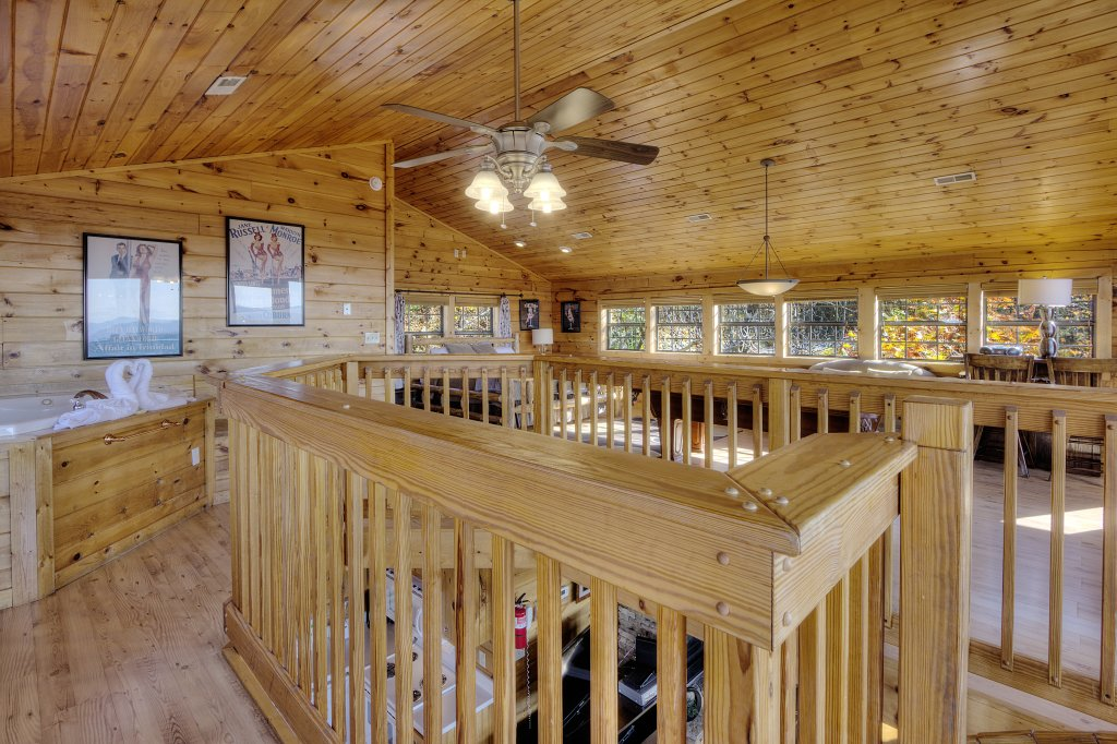 Photo of a Pigeon Forge Cabin named Morning View #131 - This is the twenty-first photo in the set.