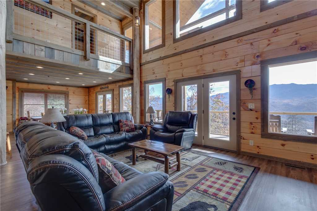 Photo of a Gatlinburg Cabin named Great Smoky Lodge - This is the fifth photo in the set.
