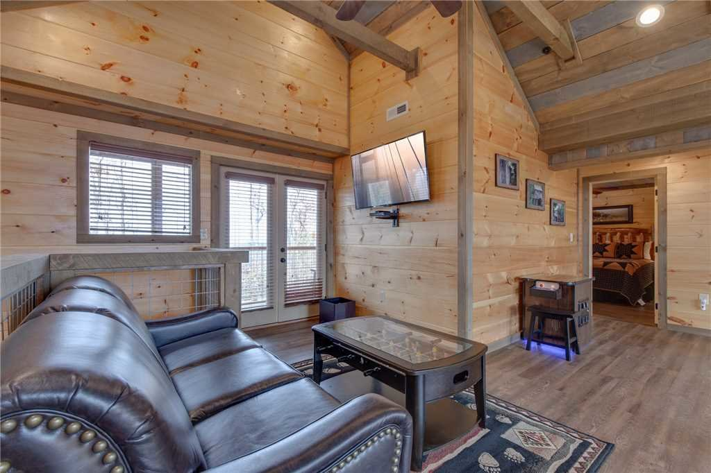 Photo of a Gatlinburg Cabin named Great Smoky Lodge - This is the twenty-fifth photo in the set.