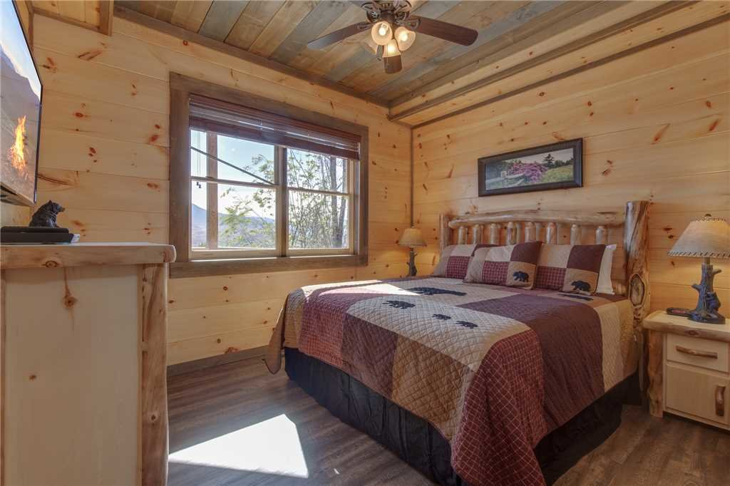 Photo of a Gatlinburg Cabin named Great Smoky Lodge - This is the thirty-sixth photo in the set.