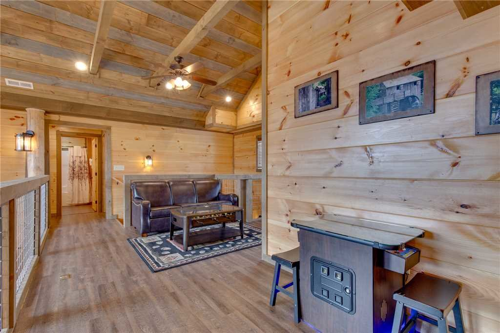 Photo of a Gatlinburg Cabin named Great Smoky Lodge - This is the twenty-sixth photo in the set.