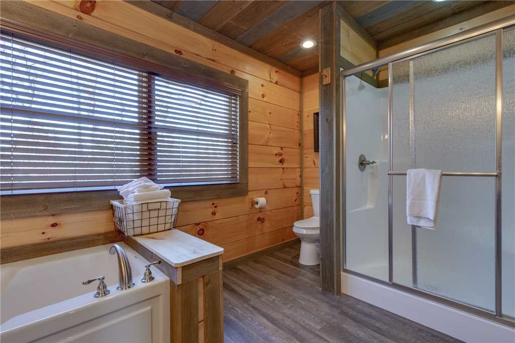 Photo of a Gatlinburg Cabin named Great Smoky Lodge - This is the twenty-third photo in the set.