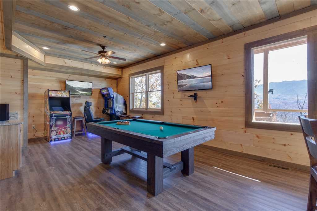 Photo of a Gatlinburg Cabin named Great Smoky Lodge - This is the fourteenth photo in the set.