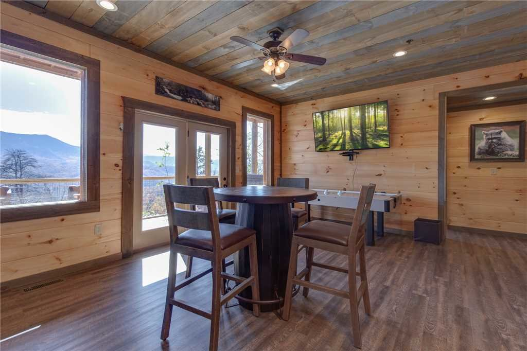 Photo of a Gatlinburg Cabin named Great Smoky Lodge - This is the sixteenth photo in the set.