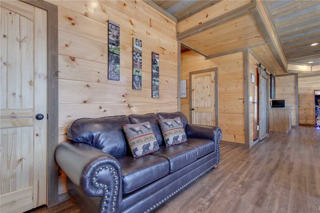 Photo of a Gatlinburg Cabin named Great Smoky Lodge - This is the nineteenth photo in the set.