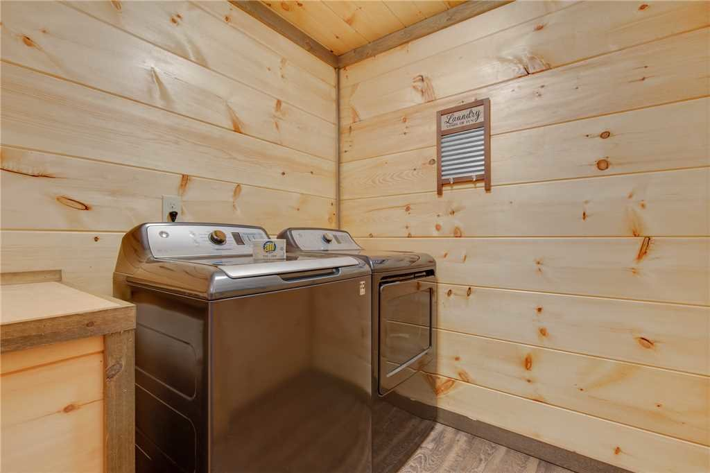 Photo of a Gatlinburg Cabin named Great Smoky Lodge - This is the forty-first photo in the set.