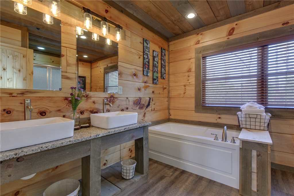 Photo of a Gatlinburg Cabin named Great Smoky Lodge - This is the twenty-second photo in the set.