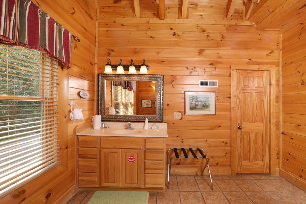 Photo of a Pigeon Forge Cabin named Mayberry - This is the twenty-second photo in the set.
