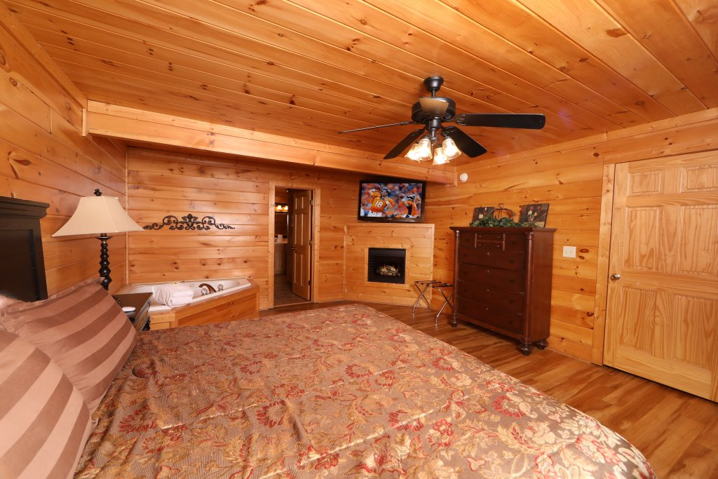Photo of a Pigeon Forge Cabin named Mayberry - This is the fifteenth photo in the set.