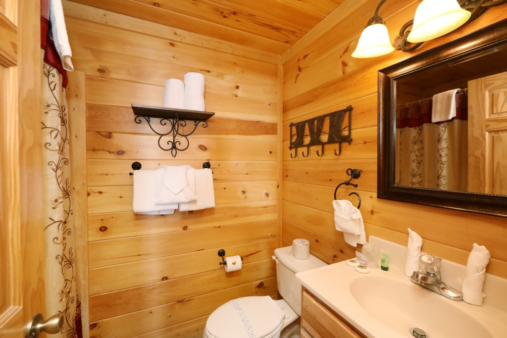 Photo of a Pigeon Forge Cabin named Amazing Grace - This is the twenty-fourth photo in the set.