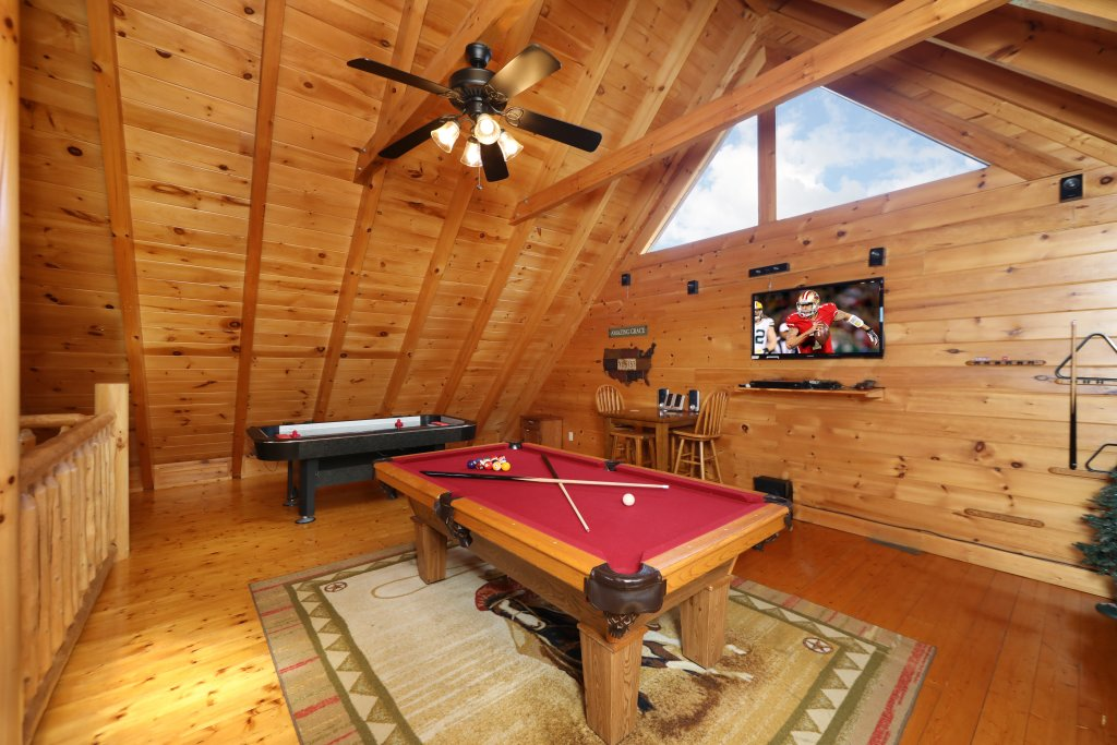 Photo of a Pigeon Forge Cabin named Amazing Grace - This is the twenty-sixth photo in the set.
