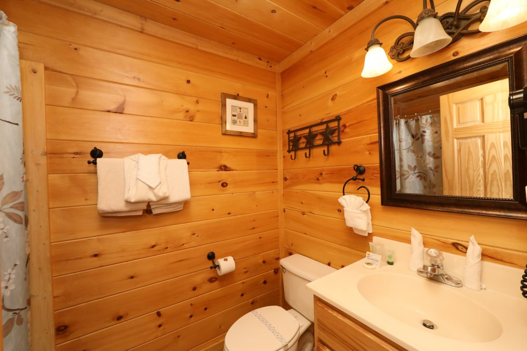 Photo of a Pigeon Forge Cabin named Amazing Grace - This is the twentieth photo in the set.