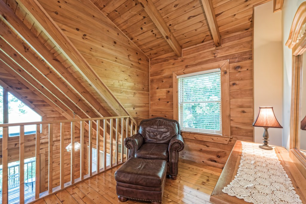 Photo of a Pigeon Forge Cabin named A Wild View Yonder #377 - This is the twenty-first photo in the set.