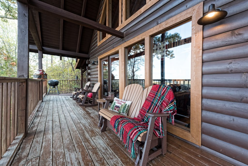 Photo of a Pigeon Forge Cabin named A Wild View Yonder #377 - This is the sixty-third photo in the set.