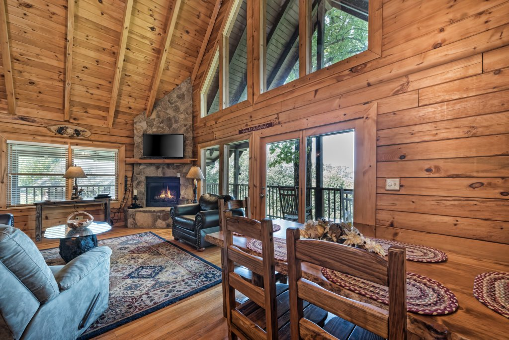 Photo of a Pigeon Forge Cabin named A Wild View Yonder #377 - This is the forty-ninth photo in the set.