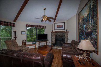 Right At Home, 2 Bedrooms, Hot Tub, Pets, Fireplace, Grill, Sleeps 6