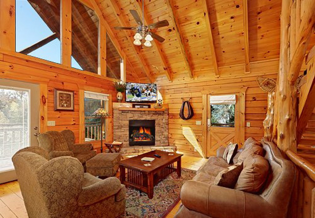 Photo of a Pigeon Forge Cabin named Arrowhead Lodge - This is the second photo in the set.