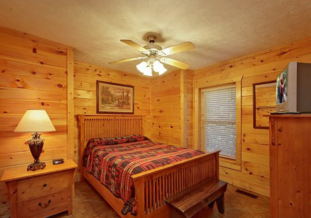 Photo of a Pigeon Forge Cabin named Arrowhead Lodge - This is the thirteenth photo in the set.