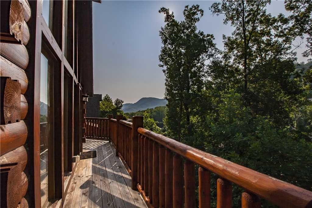 Photo of a Pigeon Forge Cabin named Kissing Retreat - This is the first photo in the set.