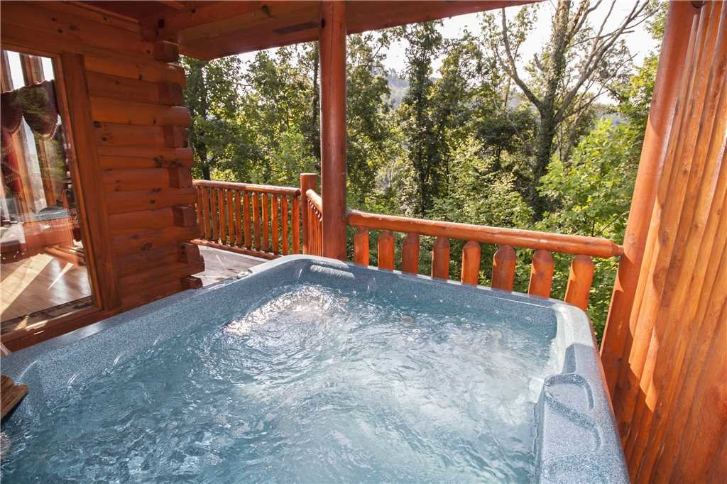 Photo of a Pigeon Forge Cabin named Kissing Retreat - This is the second photo in the set.