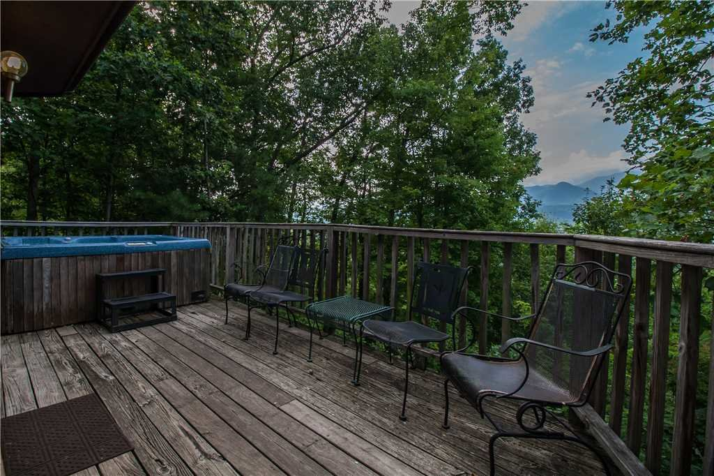 Photo of a Gatlinburg Cabin named Right At Home - This is the nineteenth photo in the set.