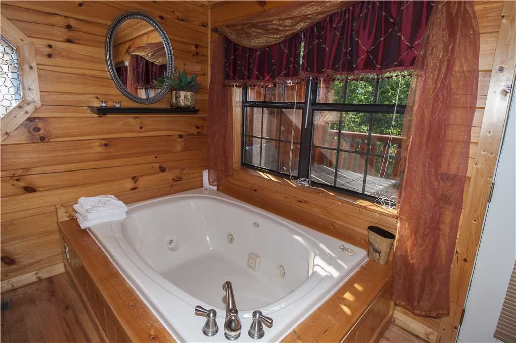 Photo of a Pigeon Forge Cabin named Kissing Retreat - This is the sixteenth photo in the set.