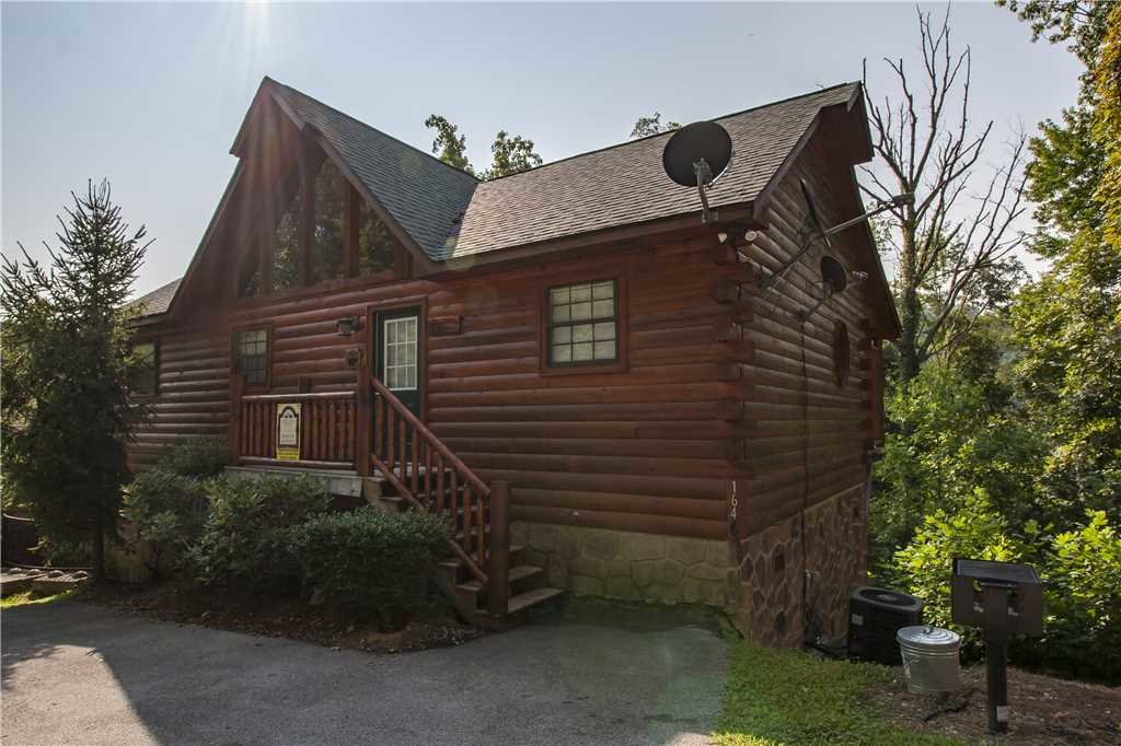 Photo of a Pigeon Forge Cabin named Kissing Retreat - This is the twenty-fourth photo in the set.