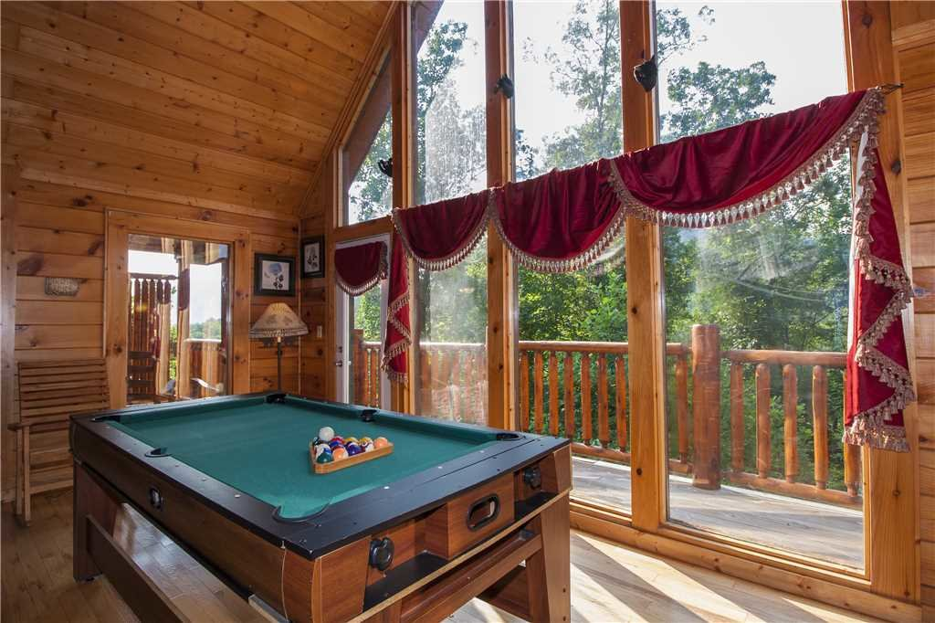 Photo of a Pigeon Forge Cabin named Kissing Retreat - This is the tenth photo in the set.