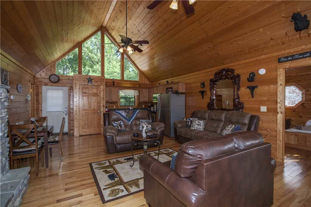 Photo of a Pigeon Forge Cabin named Kissing Retreat - This is the fifth photo in the set.