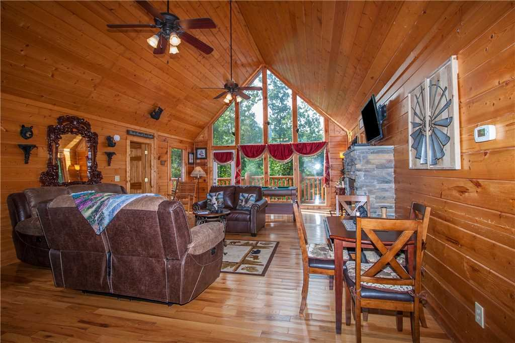 Photo of a Pigeon Forge Cabin named Kissing Retreat - This is the sixth photo in the set.