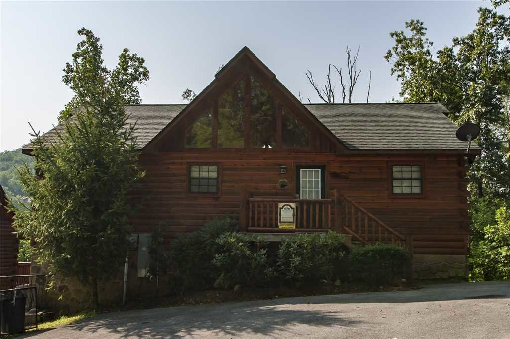 Photo of a Pigeon Forge Cabin named Kissing Retreat - This is the twenty-third photo in the set.