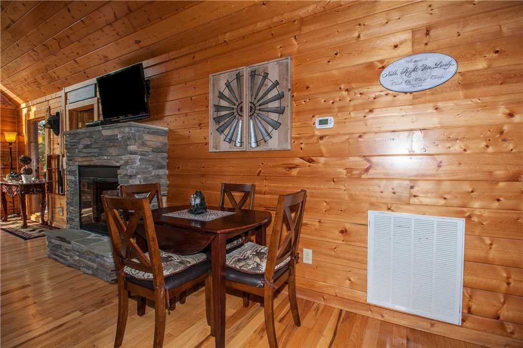 Photo of a Pigeon Forge Cabin named Kissing Retreat - This is the seventh photo in the set.