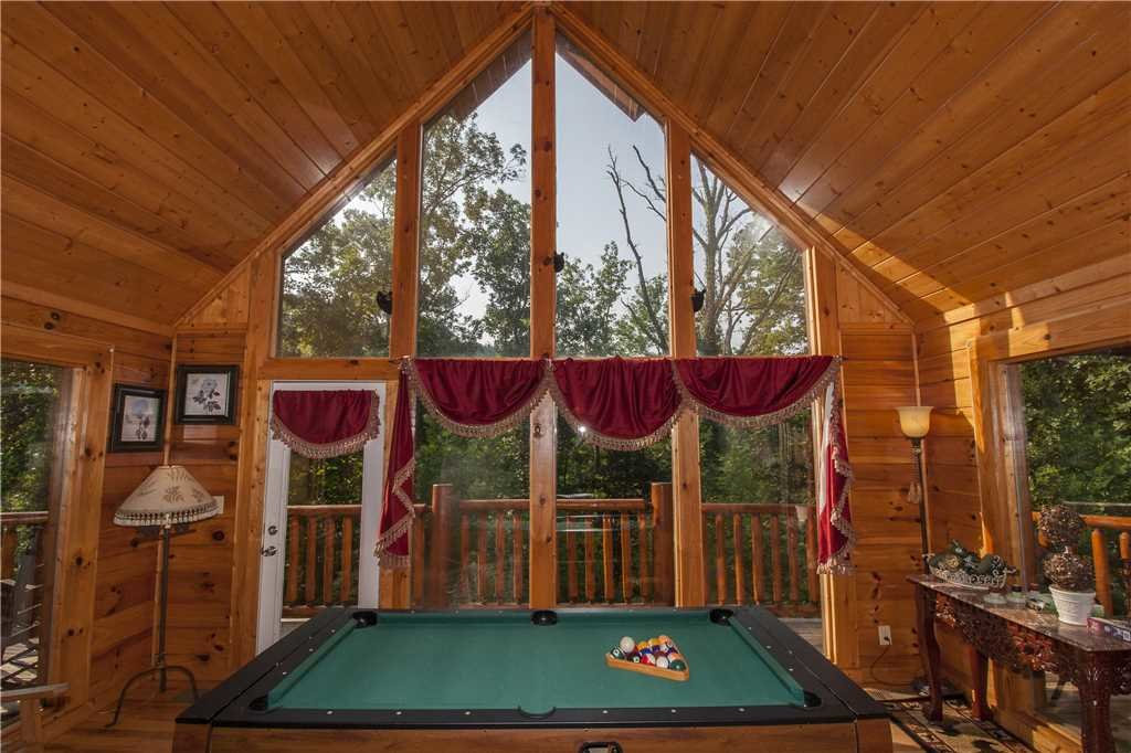 Photo of a Pigeon Forge Cabin named Kissing Retreat - This is the ninth photo in the set.