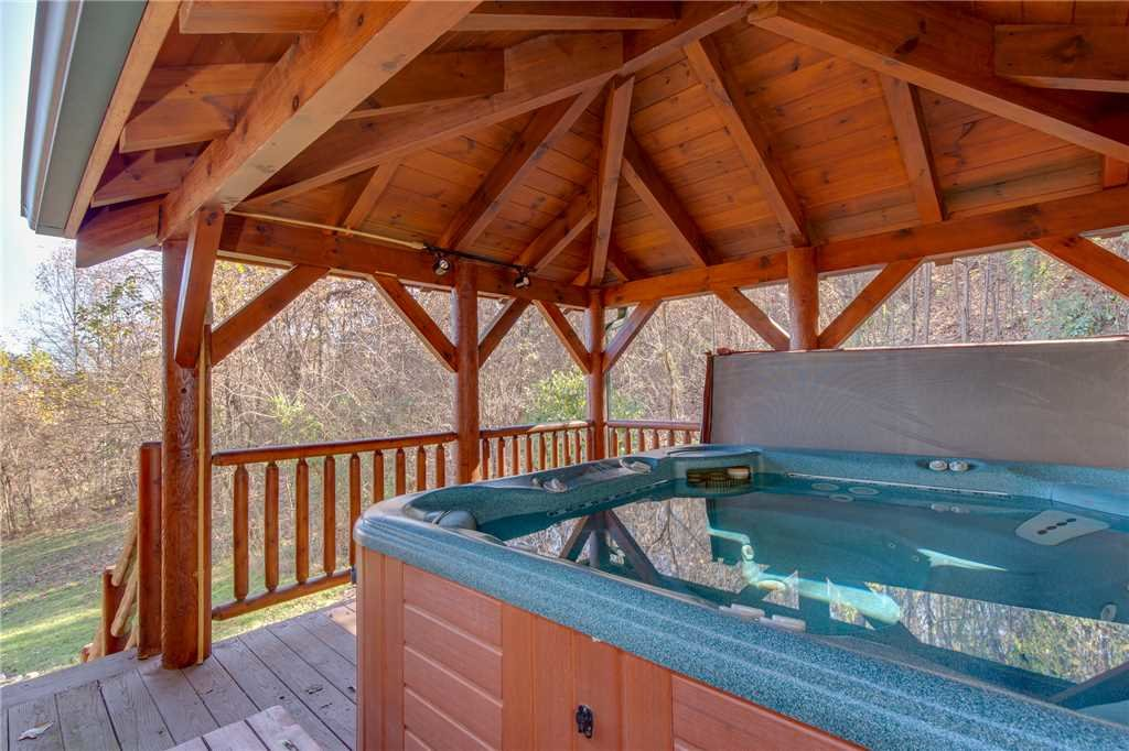 Photo of a Sevierville Cabin named Lookout Lodge - This is the second photo in the set.
