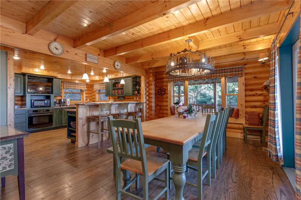 Photo of a Sevierville Cabin named Lookout Lodge - This is the ninth photo in the set.