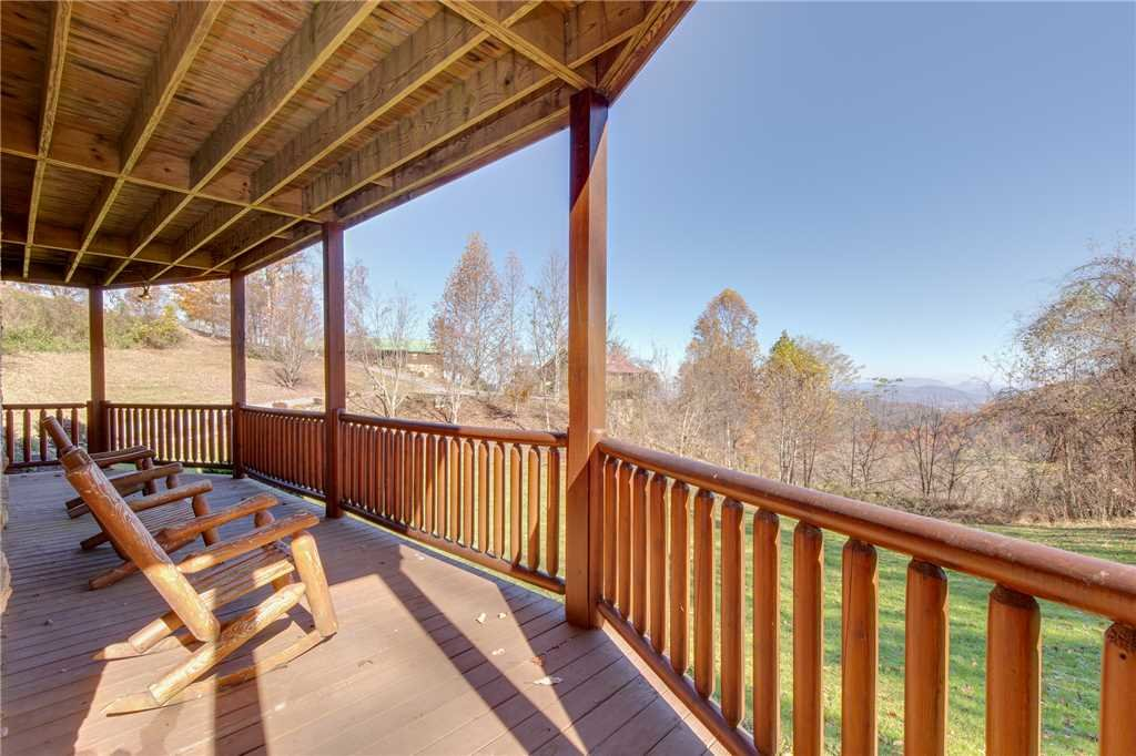Photo of a Sevierville Cabin named Lookout Lodge - This is the third photo in the set.