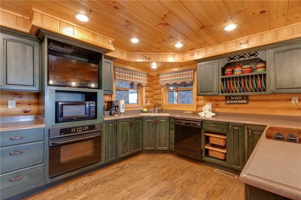 Photo of a Sevierville Cabin named Lookout Lodge - This is the tenth photo in the set.