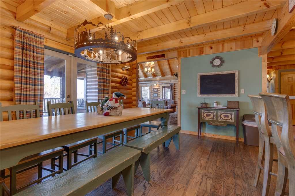 Photo of a Sevierville Cabin named Lookout Lodge - This is the eighth photo in the set.