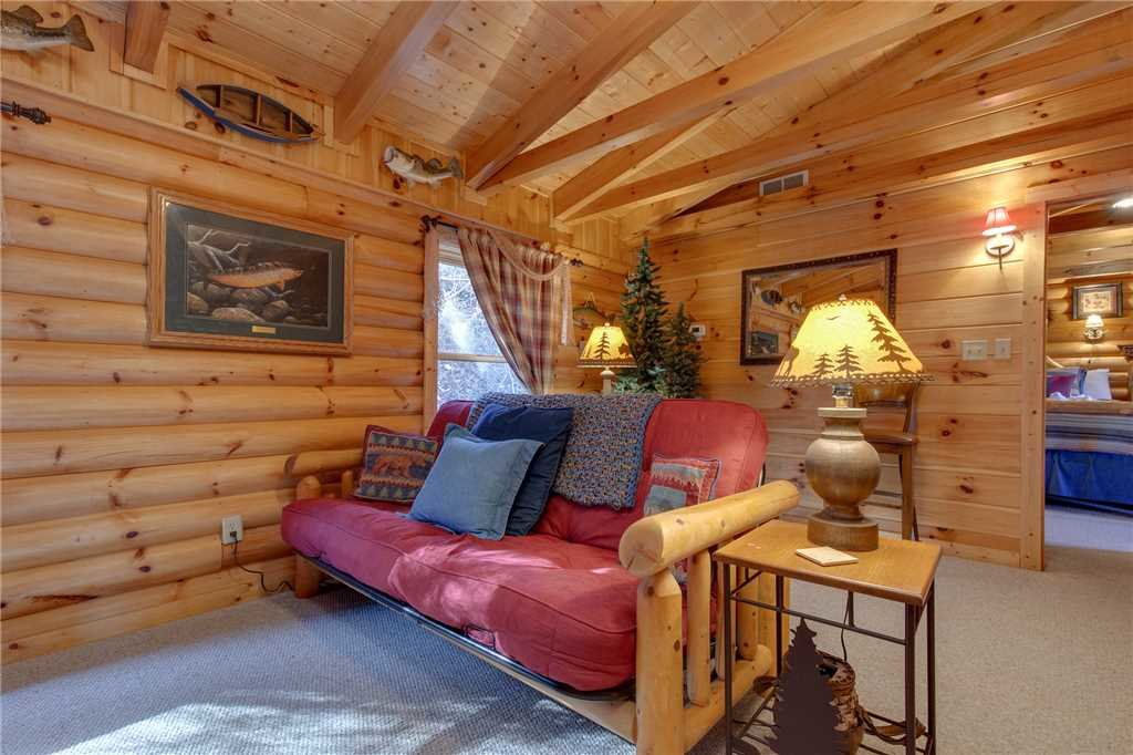 Photo of a Sevierville Cabin named Lookout Lodge - This is the thirty-ninth photo in the set.