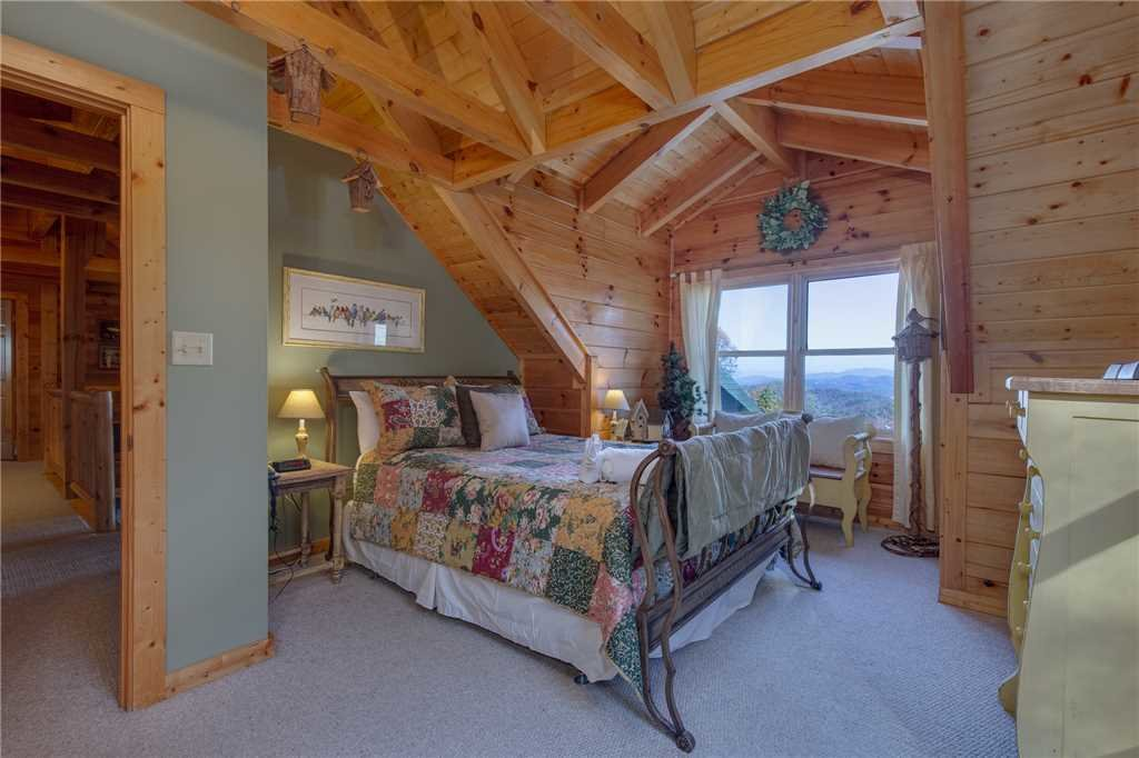 Photo of a Sevierville Cabin named Lookout Lodge - This is the twenty-seventh photo in the set.