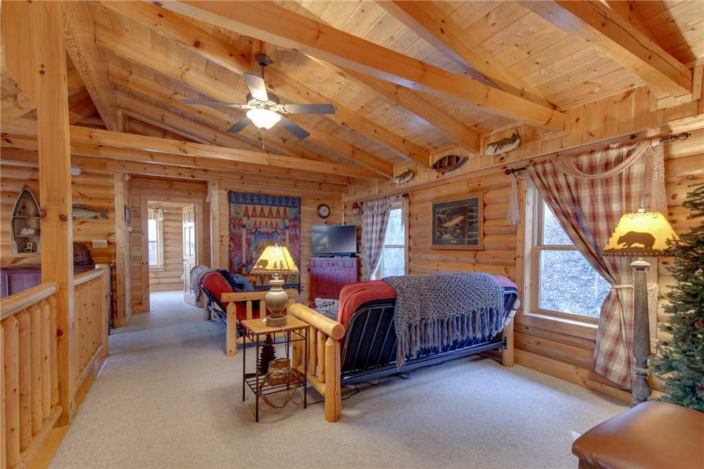 Photo of a Sevierville Cabin named Lookout Lodge - This is the fortieth photo in the set.