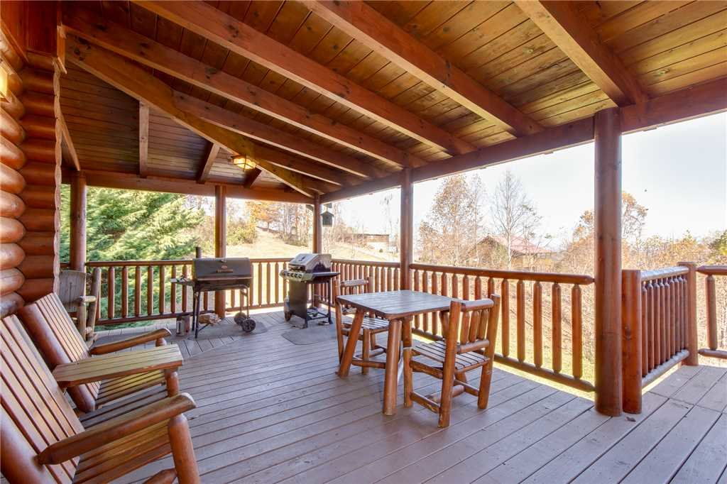 Photo of a Sevierville Cabin named Lookout Lodge - This is the forty-third photo in the set.