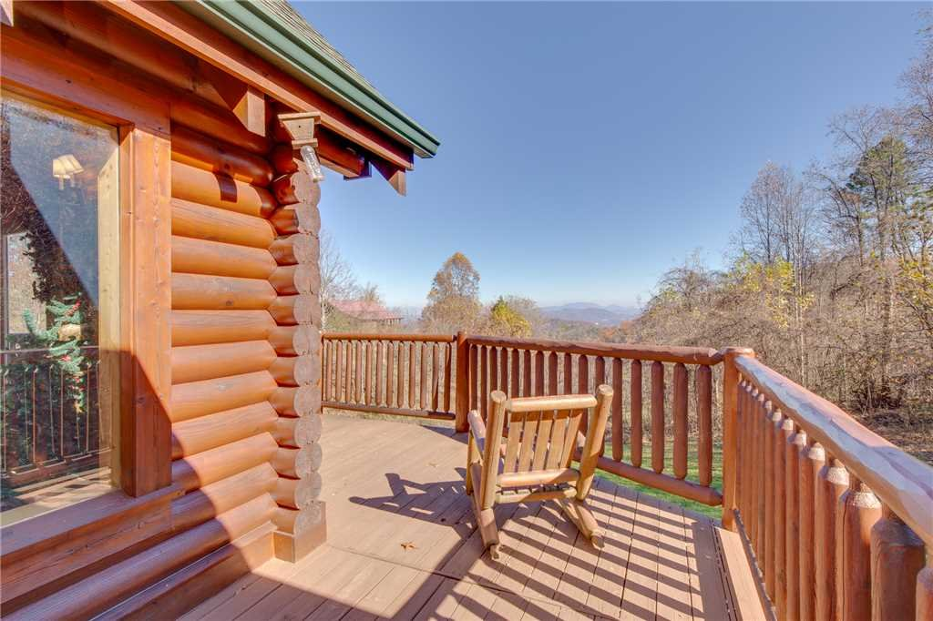 Photo of a Sevierville Cabin named Lookout Lodge - This is the forty-seventh photo in the set.