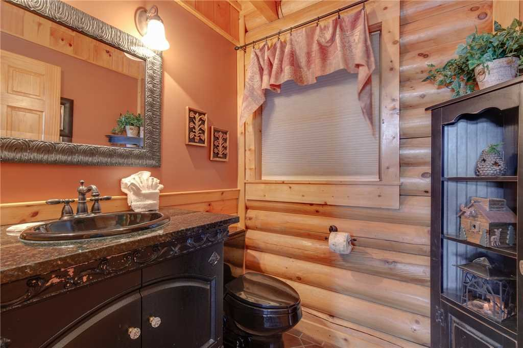 Photo of a Sevierville Cabin named Lookout Lodge - This is the thirty-seventh photo in the set.