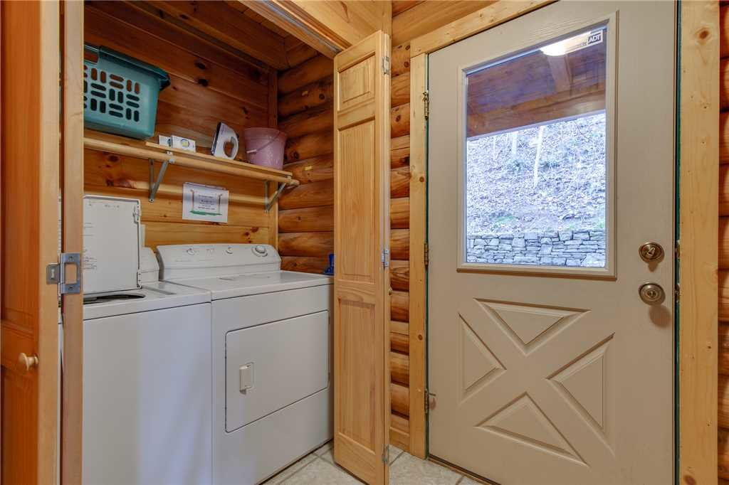 Photo of a Sevierville Cabin named Lookout Lodge - This is the forty-first photo in the set.